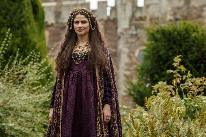 ALBA GALOCHA VALLEJO as Juana in The Spanish Princess