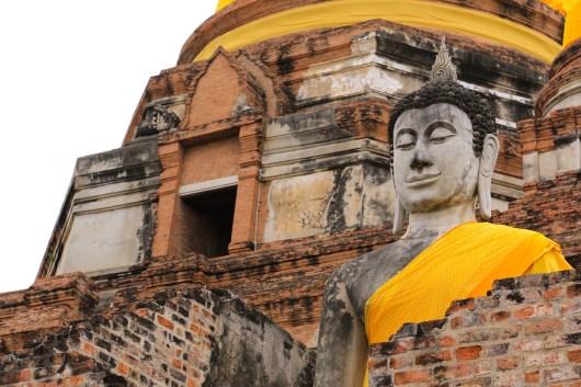 ワットヤイシャイモンコーンにて。太陽が隠れると仏像の肌がやわらかく感じる。