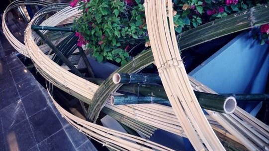 靭やかで繊細な竹のカーブ