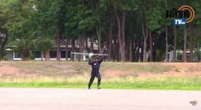 人力で発進する無人偵察機
