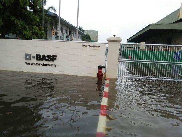 浸水した工場 出典:paipibat