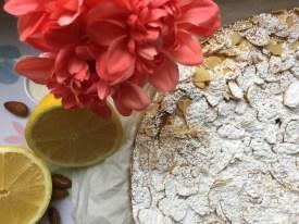 Zitronenkuchen mit Mandeln