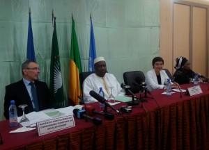 Avec Moussa Mara, Premier Ministre du Mali, et commissaire européen Andris Piebalgs.