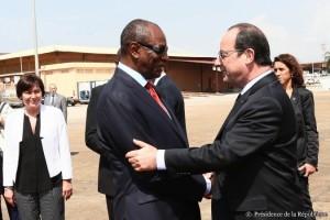 Accueil du Président de la République à son arrivée en Guinée. © Présidence de la République.