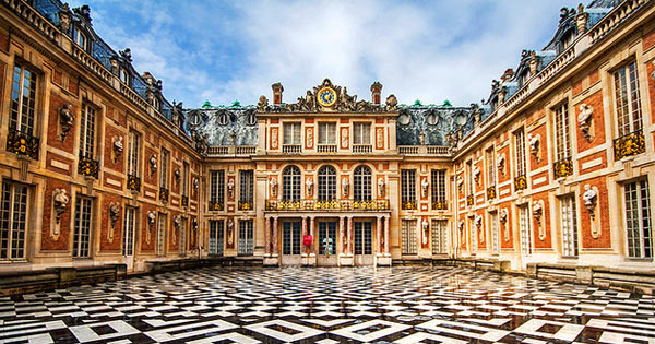 palace of versailles in France draws hoards of tourists every year