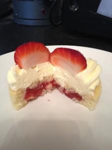 strawberryfilledmascarponecupcakes10