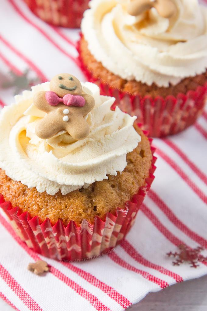 These Gingerbread Latte Cupcakes are everyone's favourite festive drink in cupcake form! #ad