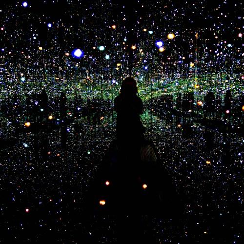 Yayoi Kusama's Infinity Mirrors Installation at The Broad Museum Los Angeles