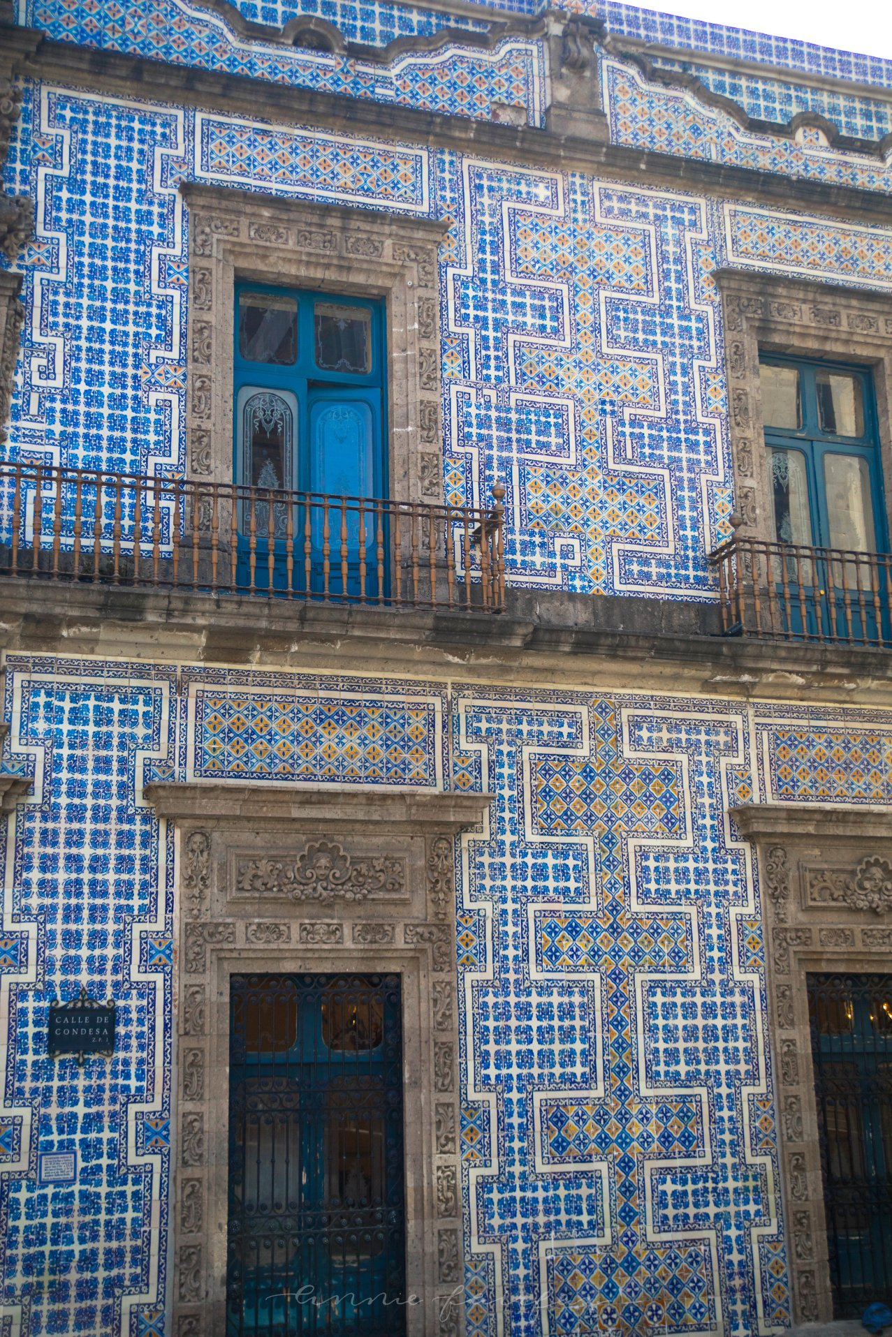 Calle de Condesa Blue and White Building The House of Tiles The Complete Traveler's Guide to Mexico City Mexico Where to Stay What to Eat Where to Visit What to Do Places to Avoid How to Stay Safe in Mexico City