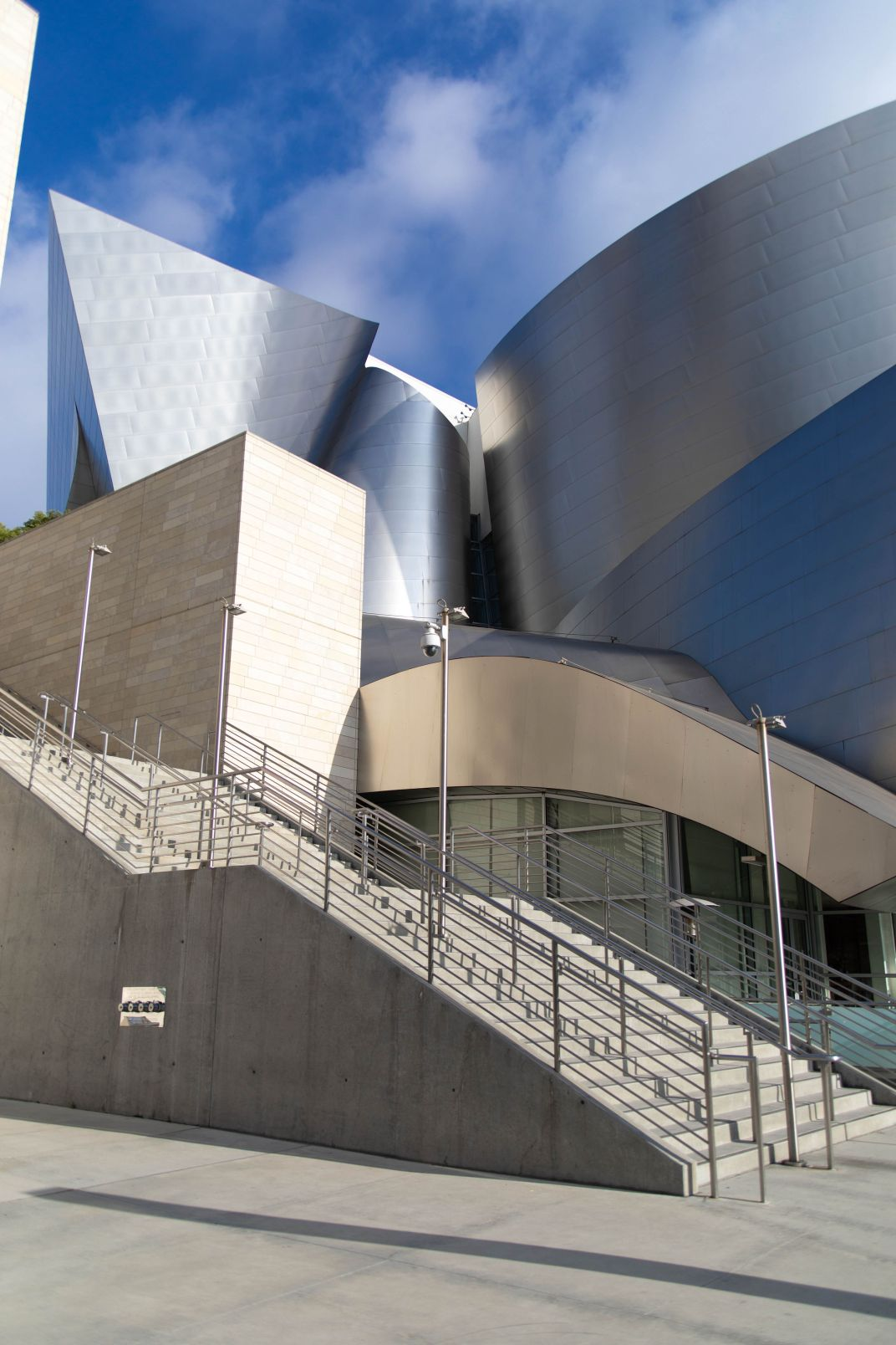 Los Angeles: The Complete Traveler's Guide by Annie Fairfax Walt Disney Concert Hall Cool LA Buildings