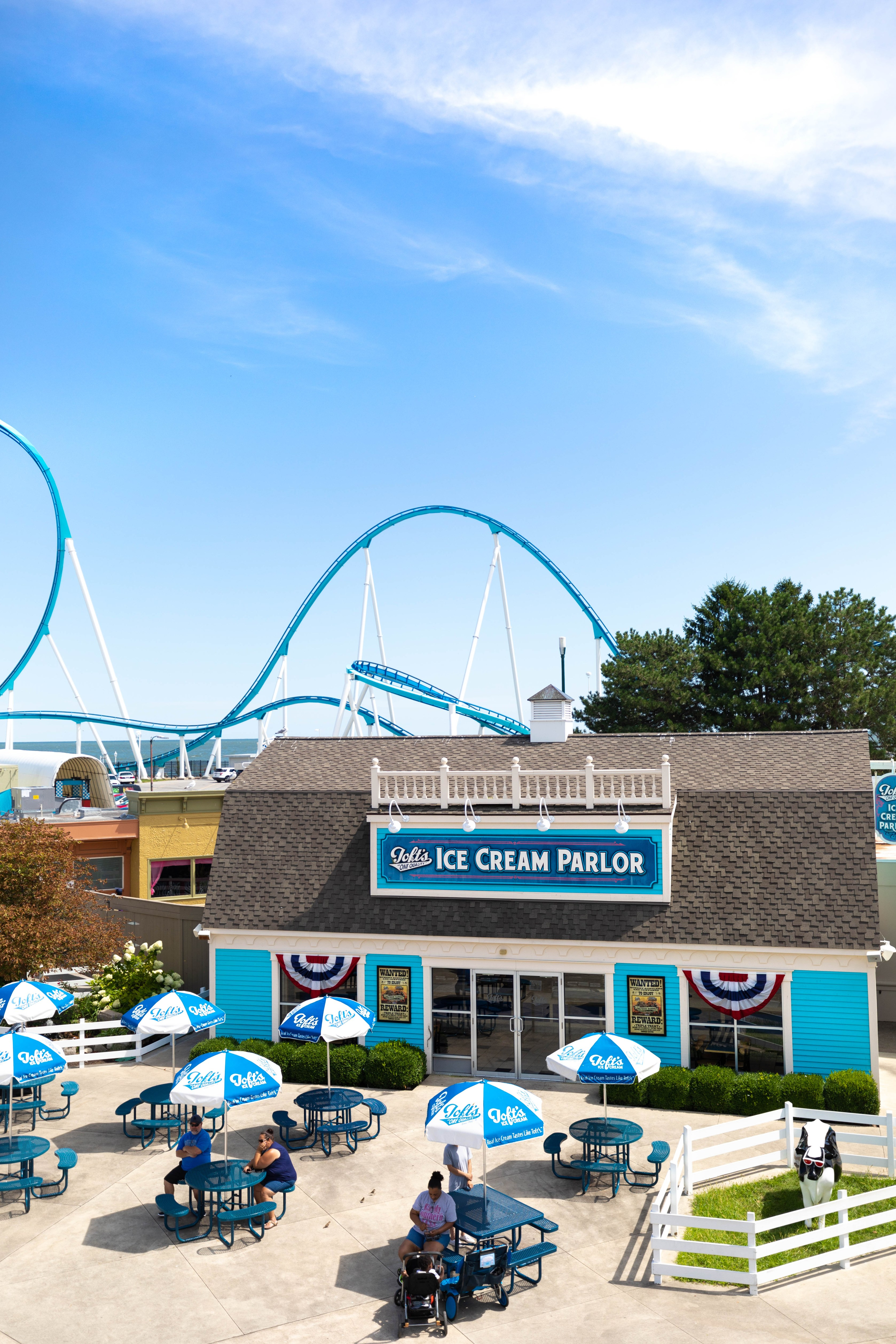 Cedar Point Amusement Park in Sandusky, Ohio Erie Shores and Islands Midwest Theme Parks Things to Do in the Summer in the Midwest American Theme Parks