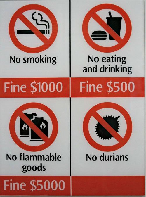 Panneau d'interdiction dans le métro