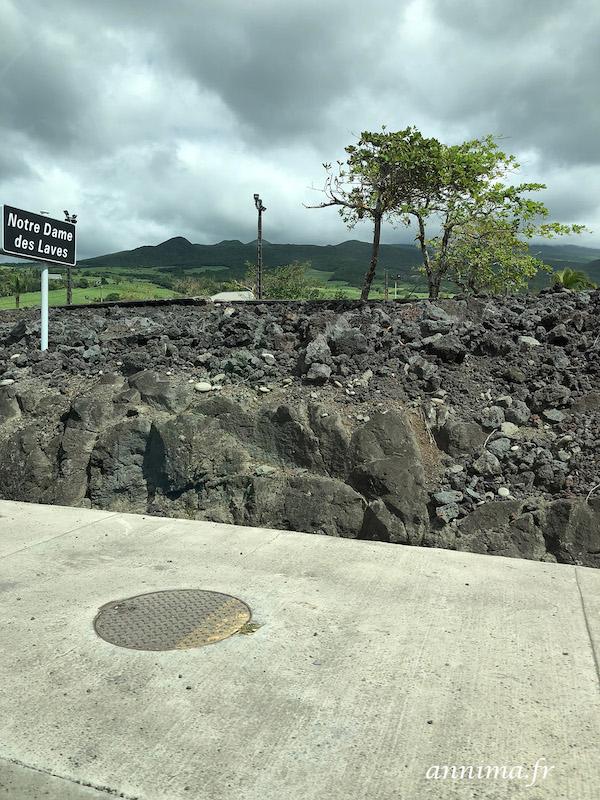 La route des laves… direction Le Grand Brûlé à la Réunion