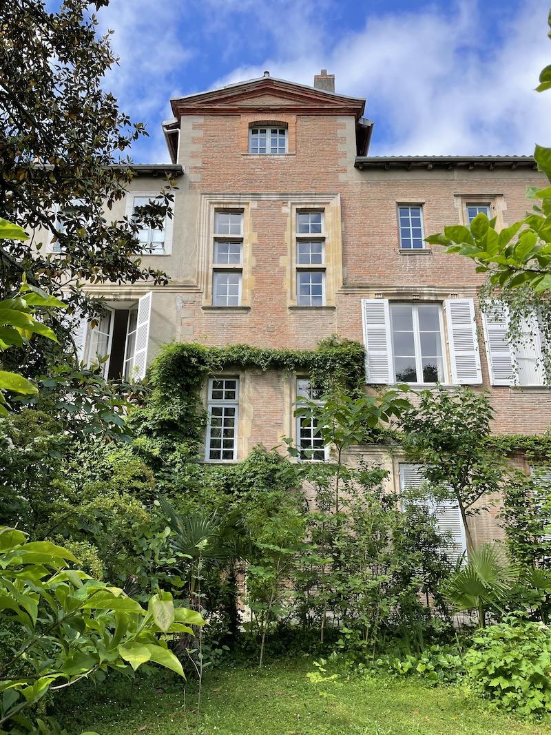 Dans les jardins de l'Hôtel d'Ulmo