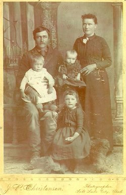 Smith, Joseph and Estella Holt family