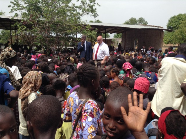 2017-5-23 Elder Bednar In Ouelessebougou (1)