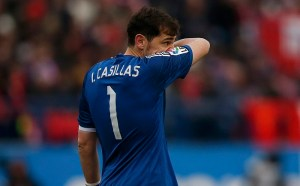 Real Madrid's goalkeeper Iker Casillas reacts after conceding his third goal during their Spanish first division soccer match against Atletico Madrid at the Vicente Calderon stadium in Madrid, February 7, 2015.          REUTERS/Juan Medina (SPAIN  - Tags: SPORT SOCCER)