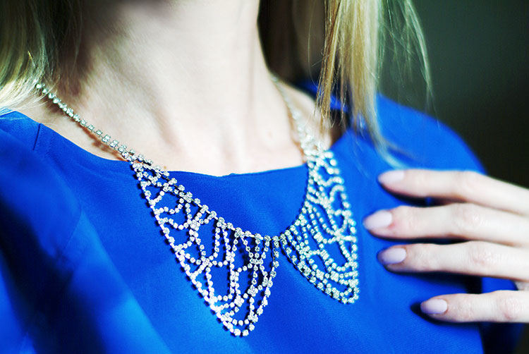 Sharp 9 Crystal Collar Necklace review by style blogger AnnRobieFashion - how it actually looks