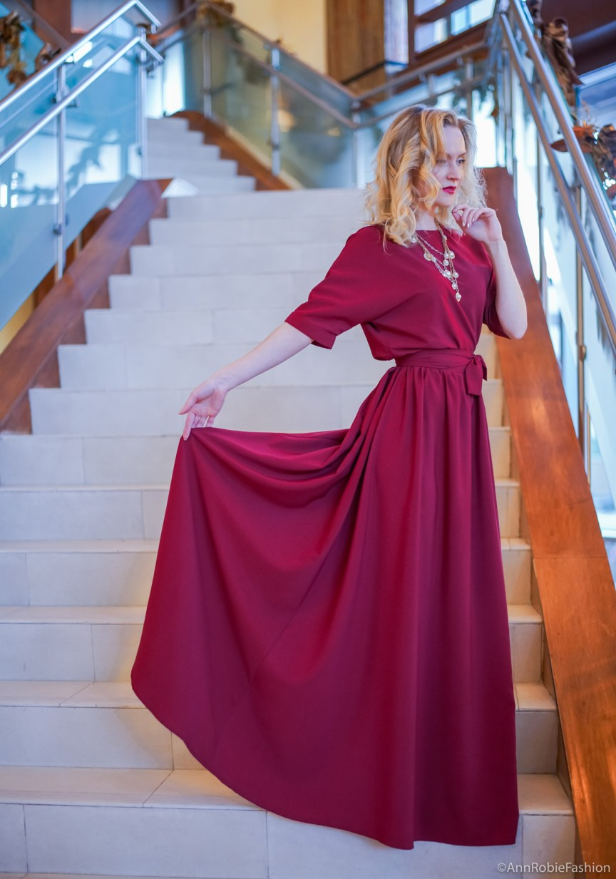 Red (maroon) maxi dress for Christmas by style blogger AnnRobieFashion