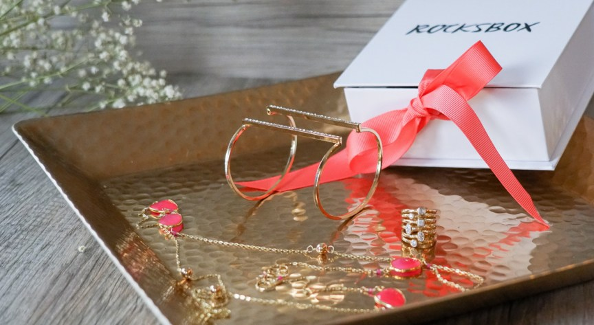 Gold jewelry on the gold plate - Rocksbox review by style blogger AnnRobieFashion