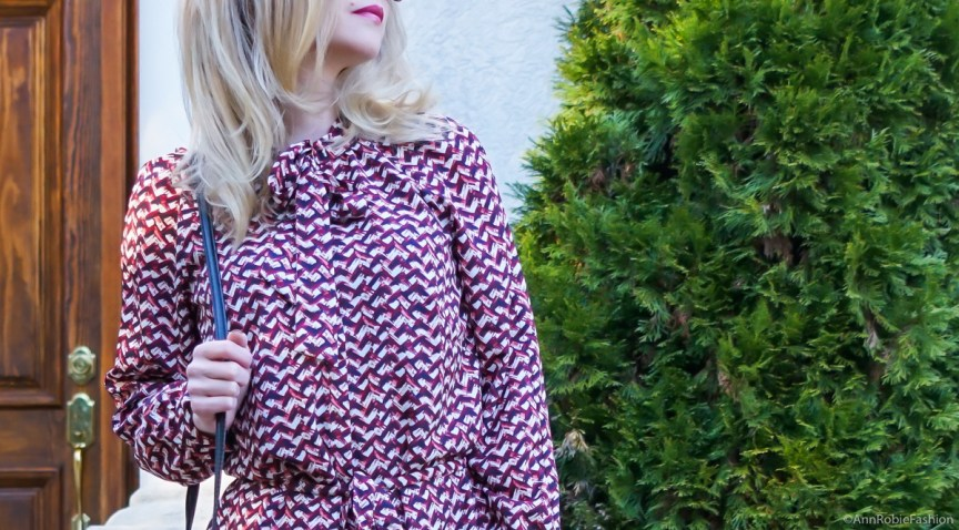 Street style by petite fashion blogger AnnRobieFashion: Urban chic by petite style blogger AnnRobieFashion: dark red dress with bow tie Ann Taylor, brown heels Louise et Cie