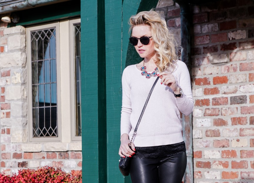 Pale pink & black leather: Pale pink sweater Ann Taylor, skinny leather pants Banana Republic - outfit by petite style blogger AnnRobieFashion