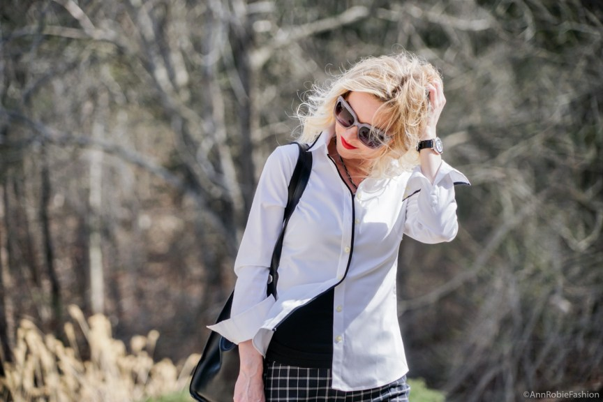 Urban chic with red lips: Plaid pants Ann Taylor, white shirt Banana Republic, heels Calvin Klein - outfit by petite style blogger AnnRobieFashion
