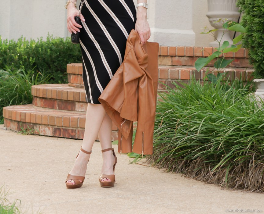 Summer street style: Black & brown striped bodycon dress White House Black Market, platform sandals White House Black Market - casual outfit by petite style blogger AnnRobieFashion