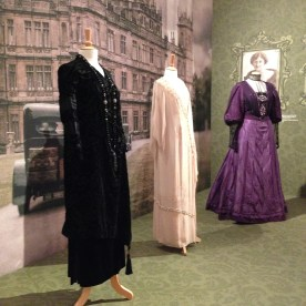 13 Downton Abbey 03 Shirley Maclaine Elisabeth McGovern Maggie Smith