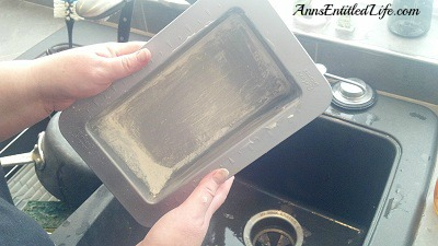 How To Grease and Flour A Baking Pan