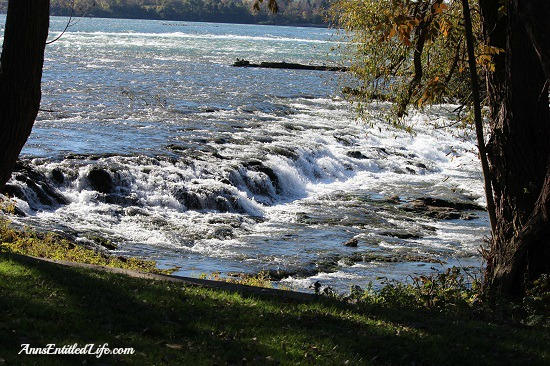 Niagara Falls, Goat Island and Three Sisters Islands