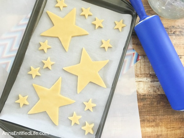 Homemade Star Cookies Recipe. A fun and festive star cookie treat, perfect for summer picnics, Independence Day celebrations and more! This delicious vanilla dough and accompanying vanilla frosting recipe will have your friends and family gobbling up these tasty Homemade Star Cookies!