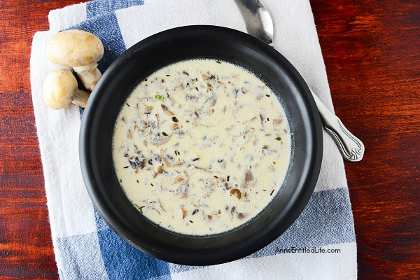 Instant Pot Cream of Mushroom Soup Recipe. Easy to make, totally delicious, this instant pot cream of mushroom soup so good. The creamy goodness of this mushroom soup will have your family asking for seconds!