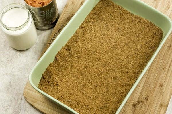Pumpkin Icebox Cake Recipe. This Pumpkin Icebox Cake recipe tastes like pumpkin pie. The Pumpkin Icebox Cake gets better the longer it sets in your refrigerator, so it is a great recipe to make a day or two in advance of a big function.