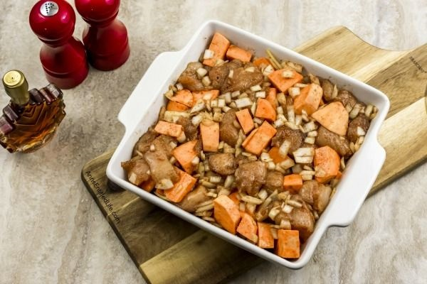Spicy Chicken and Sweet Potato Bake Recipe. This fabulous chicken and sweet potato recipe is an easy, healthy recipe for dinner. Simple to make, it is also a great healthy freezer meal recipe, so make two - one to serve for dinner tonight, and one to freeze for later. This delicious spicy chicken and sweet potato bake recipe is so good; your whole family will want seconds! Yum.