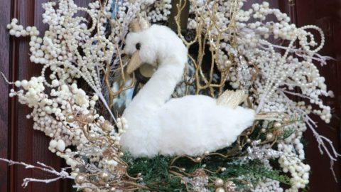 Golden Swan Wreath DIY