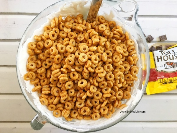 Pumpkin Spice Cheerios Treats Recipe. These delicious treats are great for kids and adults alike. Easy to make, this 4-ingredient pumpkin spice Cheerios recipe is perfect for lunch boxes, dinner time dessert, or a snack-time sweet. Grab a glass of milk or a cup of coffee and have one of these Pumpkin Spice Cheerios Treats tonight.