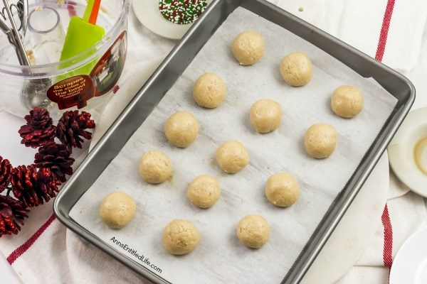 Sugar Cookie Truffles Recipe. These Sugar Cookie Truffles are easy to make, all you need is four ingredients to toss these melt-in-your-morsels together. Served as a snack, dessert, or food gift for any time of the year, the delicious little bites are also great for last minute party platters and confection trays!