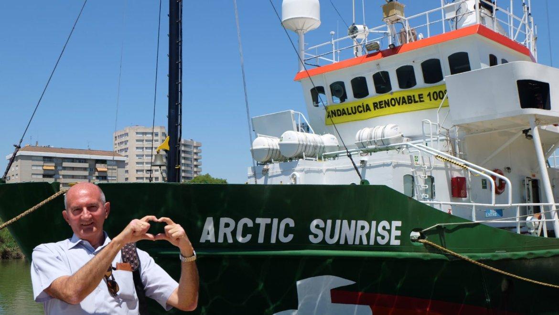 media-semana-en-un-barco-de-greenpeace-590-1435222251[1]
