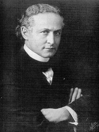 Harry Houdini, the ultimate Showman