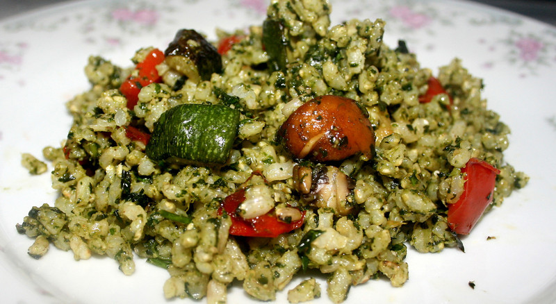 Brown rice salad with roasted vegetables and pesto