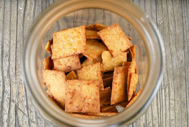Whole Wheat Cheesy Sriracha Crackers