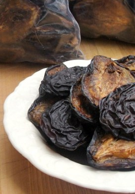 How To Dry Plums {aka, Not Your Mother's Prunes}
