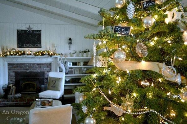 Cottage Christmas Foyer Tree