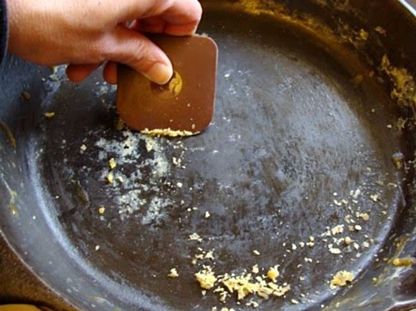How to clean and care for cast iron2
