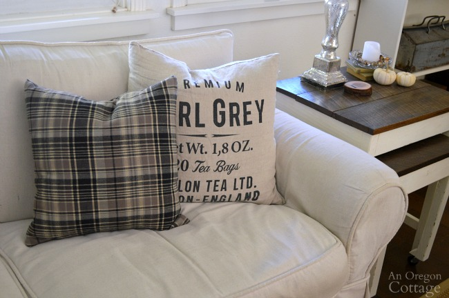 DIY Plaid Flannel Pillow-perfect fall accent