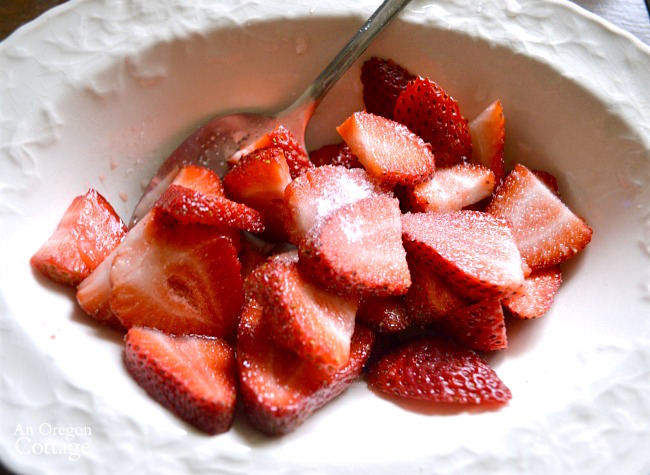 Sliced strawberries for Strawberry Shortbread