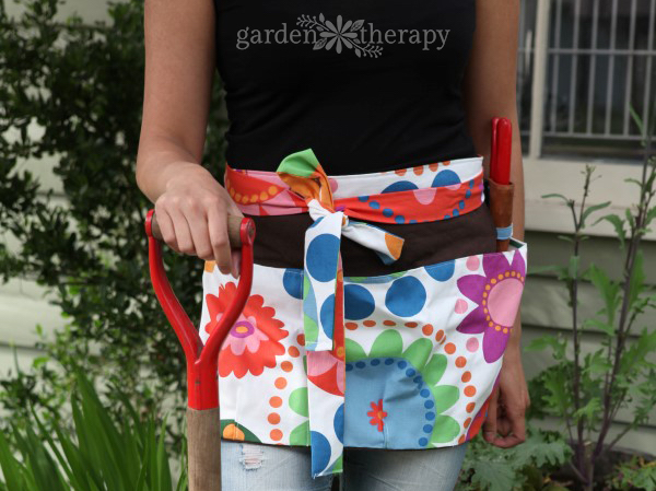 Garden Apron Sewing Pattern and Tutorial at Garden Therapy