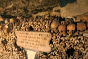 paris-catacombs-2-monument-cemetery