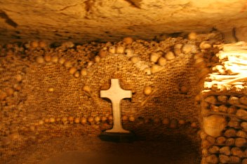 paris-catacombs-5-cross